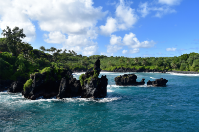 The Road to Hana           (and why you should spend the night)